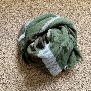 *3/$12* NWOT blanket scarf